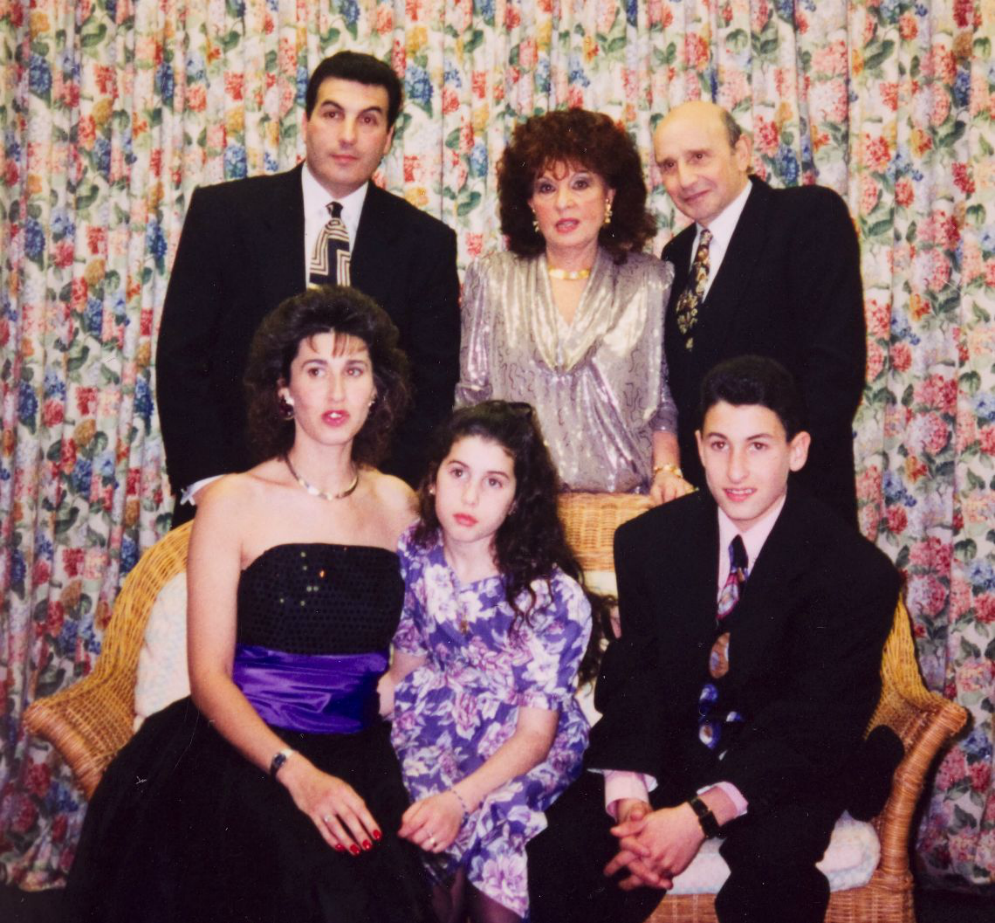 Amy-and-family-at-Alexs-barmitzvah-party-1992-courtesy-of-Jewish-Museum-London-and-Winehouse-Family